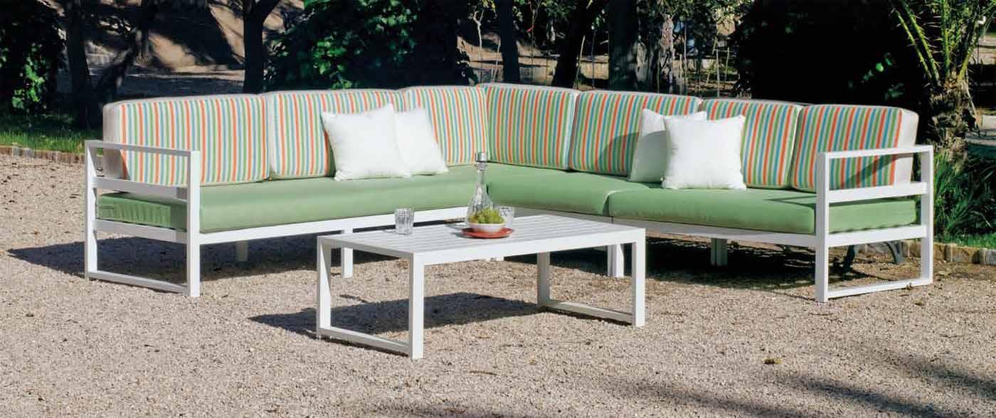 conjunto mobiliario exterior