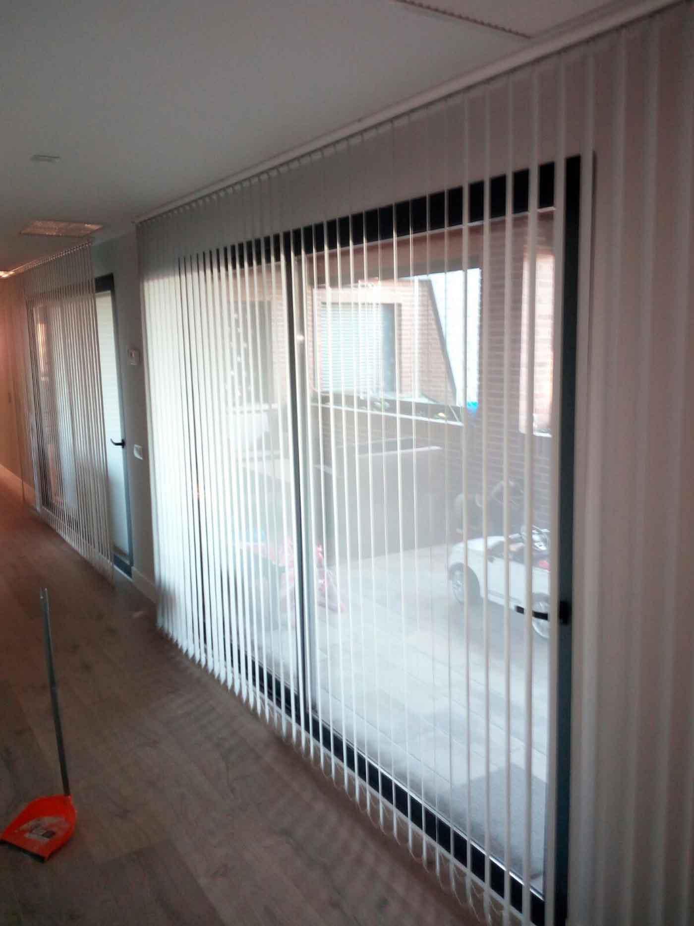 cortinas verticales salon